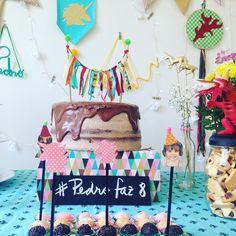 Feliz Domingo com essas fotos inspiradoras e lindas do festejo da Olívia e Pedro!   Uma mesa fofura que a família montou com os itens da Festejo!   Detalhes charmosos dos nossos PINS no bolo delicioso da @fabia1371 e docinhos pra lá de lindos!    Festinhas em casa são bem mais legais!!!    #NaFestejoCadaFestaÉÚnica!  Saiba mais em nosso site! . . #PedroFaz8OliviaFaz2 #UnicorniosEdragoes #FestejoInBox #ComemoreComAFestejo #FestejeComAFestejo #FestaDeCrianca #FestaDeCriança #FestaInfantil…