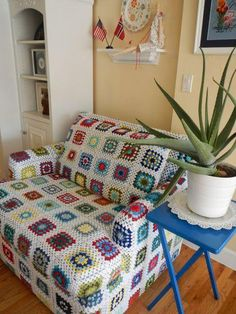 Check out this re-upholstered chair with the use of crochet granny squares. Granny Square Blanket, Granny Square Crochet Pattern, Crochet Flower Patterns, Crochet Granny, Crochet Motif, Crochet Doilies, Crochet Flowers, Granny Squares, Furniture Covers