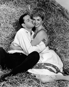 Tony Randall and Debbie Reynolds in The Mating Game directed by George Marshall, 1959 Old Hollywood Glamour, Golden Age Of Hollywood, Vintage Hollywood, Hollywood Stars, Classic Hollywood, The Unsinkable Molly Brown, Tony Randall, Movie Kisses, Go To The Cinema