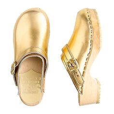 These cute shiny kids clogs bring back childhood memories of my green pair which I could only wear outside our apartment or the neighbours downstairs complained!