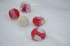 Joulupallot. Satunnaisesti puikoilla - käsityöblogi. #neulonta