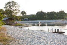 luxe kampeertenten direct aan het water tijdens uw strandvakantie in Overijssel