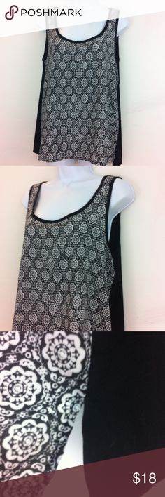 Black and white tank top NWT Black and white front in a silky to the touch fabric, back is a super soft stretchy cotton feel type fabric. Looser flowy style . august silk Tops Tank Tops