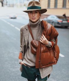 "The ""Fedora"" looks chic & speaks of confidence! Looks Chic, Looks Style, Style Me, Moda Outfits, Winter Outfits, Casual Outfits, Look Fashion, Fashion Outfits, Womens Fashion"