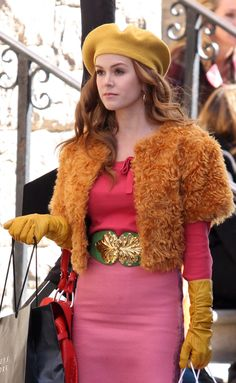 Isla Fisher wearing yellow leather gloves on the set of Confessions Of A Shopaholic.