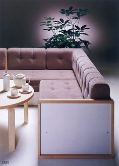 Tämä 1980-luvun vuodesohva sopisi moneen kotiin vielä tänäkin päivänä. Kuva: Isku Koti Oy Decor, Furniture, Love Seat, Sectional Couch, Home Decor