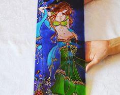 """Vitral """"Mulher Indiana"""". Dançarina do ventre.  Em vidro 4mm de espessura  Com aproximadamente 42cm (altura) x 18cm (largura)  Pintada à mão com tinta relevo e verniz vitral"""