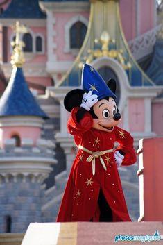Disney Magic, Disney Art, Disney Pixar, Walt Disney, Disney Characters, Disney Theme, Disney Stuff, Minnie Mouse Disneyland, Disneyland Paris