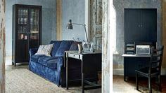 Kleine woonruimte met blauwe EKTORP zitbank