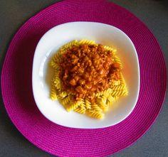 Receta de pasta boloñesa con salsa casera con indicaciones paso a paso.
