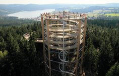 Lipno nad Vltavou, Baumwipfelpfad mit Aussichtsturm und Rutsche, Tschechien