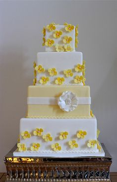 pretty yellow and white cake