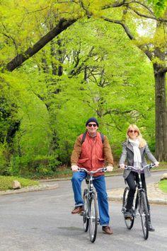 Entfliehe dem Trubel in New York und fahre mit dem Fahrrad durch den Central Park.
