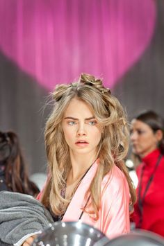Get VS Angels' Beauty Secrets - Victoria's Secret Fashion Show: Behind the Scenes ft #CaraDelevigne