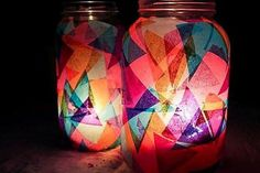 Making your own colorful garden DIY lanterns has never been easier: just use mason jars and candles, plus a special something for color. Mason Jar Lanterns, Mason Jar Lighting, Mason Jars, Jar Candles, Candle Lanterns, Tin Can Lights, Jar Lights, Pot Mason Diy, Mason Jar Crafts