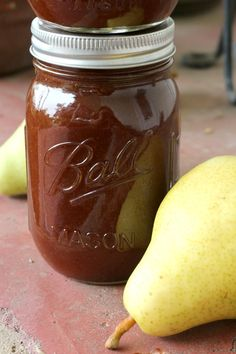 This crock pot pear butter is a great way to preserve fresh pears. It's one of my favorite fall canning recipes! Easy crock pot pear butter recipe to make from fresh pears. One of my favorite fall canning recipes! Pear Honey Recipes, Desserts, Canning Soup Recipes, Pressure Canning Recipes, Pear Relish, Pear Jam, Jelly Recipes, Jam Recipes, Dips