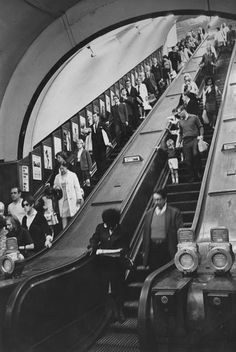 31 Gorgeous Photos Of The London Underground In The And England UK United Kingdom Travel Destinations Honeymoon Backpack Backpacking Vacation Robert Doisneau, Vintage London, Old London, Blitz London, London Art, London History, British History, England Uk, London England