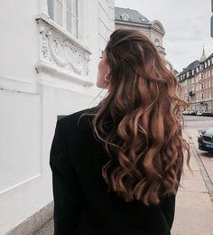 Pinterest: @UnicornOfSea 🌈 Long Brown Hair, Brown Blonde Hair, Long Curly Hair, Brunette Hair, Curly Hair Styles, Long Brunette, Long Voluminous Hair, Brunette Highlights, Color Highlights