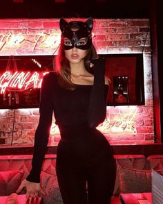 the hottest styles for fall-winter 2019 -You can find Halloween costumes and more on our website.the hottest styles for fall-winter 2019 - Halloween Costumes For Teens Girls, Cute Group Halloween Costumes, Costumes For Women, Angel Halloween Costumes, Witch Costumes, Halloween Fashion, Halloween Cat Outfit, Halloween Prints, Couple Costumes