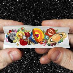 COLLAGES SURREALISTAS DE EUGENIA LOLI 7 Enero 2017 ILUSTRACIÓN 1K+ La artista del collage Eugenia Loli utiliza fotografías escaneadas de revistas de época y publicaciones científicas, para crear extrañas narraciones visuales que toman prestados aspectos del pop art, el dadaismo y el surrealismo tradicional.