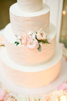 Wedding Cake With Brushed Buttercream and Flowers | photography by http://connielyu.com/