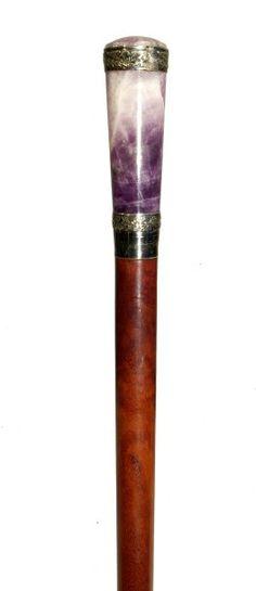 Canne, le fût en acajou, le pommeau en quartz améthysé de forme tronconique,