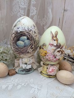 Egg Art, Easter Holidays, Holiday Themes, Beatrix Potter, Art Forms, Easter Eggs, Decoupage, Diy, Hand Painted