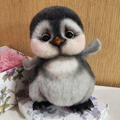 Лови волну удачи , #пингвины #пингвиненок #ручнаяработа #шерстьручнойработы #шерсть #авторскаяигрушка #коллекционнаяигрушка… Needle Felted Animals, Felt Animals, Cute Baby Animals, Fox Stuffed Animal, Diy Stuffed Animals, Felt Penguin, Desenhos Love, Fuzzy Felt, Amazing Animals