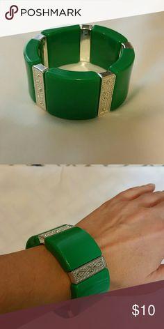 Green Stretch Bracelet Green Stretch Bracelet with silver tone design. Jewelry Bracelets