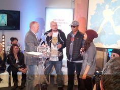 Die sonnenbrille festgetackert. #xavas bei der #buvisoco Pressekonferenz.