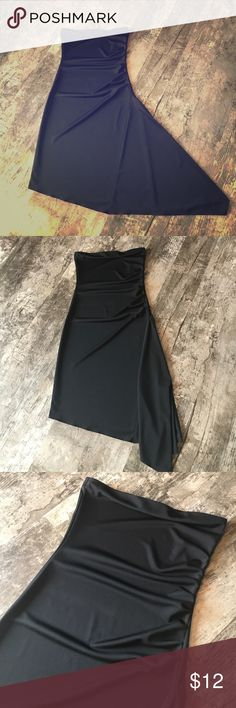 Form fitting black strapless dress Black form fitted dress. No straps. Super cute. Younique Dresses Strapless