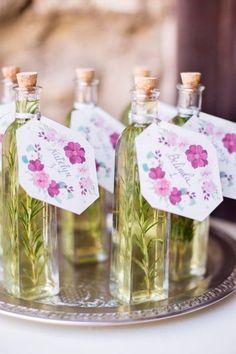 Tarros de aceite aromático para invitados.