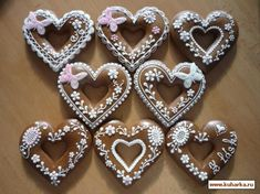 Gingerbread Valentines with lovely piping Fancy Cookies, Heart Cookies, Valentine Cookies, Cute Cookies, Birthday Cookies, Cupcake Cookies, Valentines, Gingerbread Decorations, Gingerbread Cookies