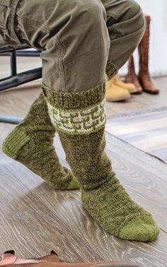 Novita Oy - Neulemalli: Miehen kirjoneulesukat Knitting Socks, Crochet Designs, Leg Warmers, Knit Crochet, Sewing, How To Make, Men, Fashion, Knit Socks