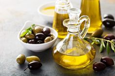 Thicker Hair Remedies (i) Olive Oil For Hair Growth - From teenagers to oldies, everyone desires thick, long, and lustrous hair. Given here are powerful home remedies for hair growth that work wonders, have a look Coconut Oil Hair Treatment, Coconut Oil Hair Growth, Coconut Oil Hair Mask, Hair Growth Oil, Hair Remedies For Growth, Home Remedies For Hair, Hair Growth Treatment, Oil For Curly Hair, Hair Oil