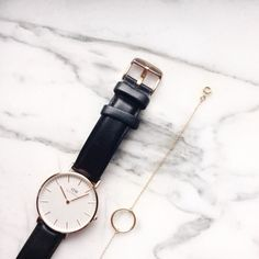 Daniel Wellington Watch And Ring-Bracelet Gold Jewelry, Jewelry Box, Jewelry Watches, Jewelry Accessories, Fashion Accessories, Jewelry Design, How To Have Style, Daniel Wellington Watch, Earrings