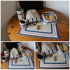 Conjunto Alcobaça Azul: individual e saquinhas com dupla face, uma em linho e outra em chita de Alcobaça; atilho para fechar e guardar.