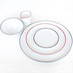 A simple but beautiful ceramic dinnerware set by Poketo