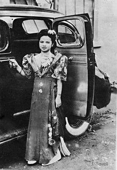 Filipina posing for a photo, c Philippines Culture, Philippines Travel, Filipiniana Dress, Filipino Fashion, Uk Visa, Filipino Culture, Pinoy, Historical Clothing, Manila