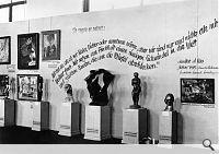 """Exhibition """"Entartete Kunst"""" (Art Dégénéré) De juin à novembre 1937, les nazis organisent à Munich une unique grande exposition d'art dégénéré . Cette exposition présente sept cent trente œuvres d'une centaine d'artistes, choisies parmi 17 000 œuvres saisies dans les musées allemands"""