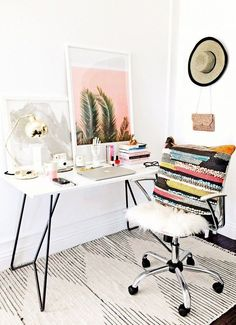 Love this pretty home office + creative workspace!