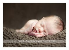Newborn Photography: How to Use Light When Shooting Newborns. Even includes settings for each photo!
