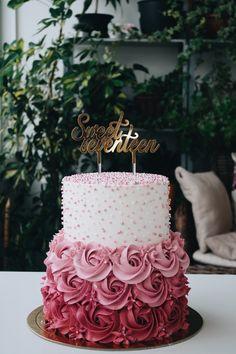 Sweet Seventeen Cake princess cake - Christmas treatsChocolate cookies with peppermint kisses - 16th Birthday Cake For Girls, 15th Birthday Cakes, Sweet 16 Birthday Cake, Beautiful Birthday Cakes, 21st Birthday, Princess Birthday, 16 Cake, Cupcake Cakes, Baby Cakes