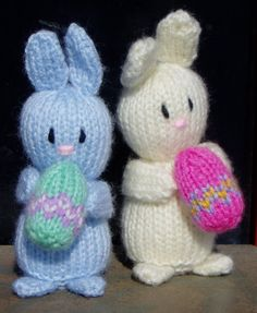 little easter bunnies free knitting pattern. Animal Knitting Patterns, Christmas Knitting Patterns, Easter Toys, Easter Bunny, Easter Stuff, Teddy Bear Sewing Pattern, Bunny Crafts, Easter Crafts, Beginner Knitting Projects