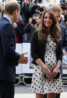 Kate Middleton exibe barriga de seis meses durante tour pelos estúdios da Warner Bros Kate Middleton usa vestido da Topshop em evento  Leia mais sobre esse assunto em http://ela.oglobo.globo.com/moda/kate-middleton-exibe-barriga-de-seis-meses-durante-tour-pelos-estudios-da-warner-