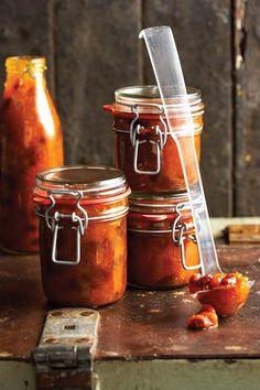 Perske-en-appelkoos-blatjang, Die lekker ding van dié blatjang is dat jy droëvrugte gebruik – jy kan dus heeljaar blatjang kook Chutney Recipes, Jam Recipes, Canning Recipes, Recipies, Kos, Chutneys, Peach Chutney, Jar Of Jam, South African Recipes
