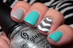 Amber did it!: Chevron Nail Art Twinsies