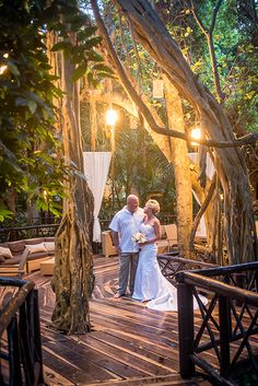 Cancun Wedding Photographer | The natural arc form from the tree and the lighting in The Reef Playacar gives this wedding photograph a dramatic vibe | Mexico destination beach wedding, photography, luxury wedding, riviera maya, playa del carmen