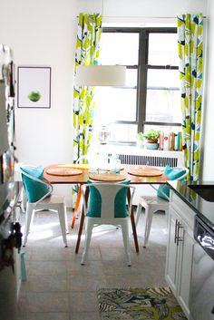 Aqua and lime green kitchen from and Sedgwick Living Room Kitchen, Interior Inspiration, Living Room Colors, Kitchen Makeover, Kitchen Decor, Home Decor, Kitchen, Green Kitchen, Funky Kitchen