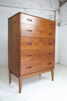 OMGosh ~ I love mid-century designs.  This is a beautiful chest of drawers.